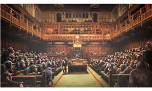 Banksy'nin 'şempanzeli parlamento' tablosu 9,8 milyon sterline satıldı