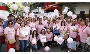 Meme kanseri farkındalığı için pembe yürüyüş