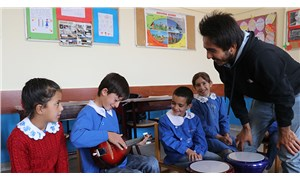 Köy çocuklarını müzikle tanıştırıyor