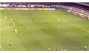 Maaşlarını alamayan futbolcular maçta 5 dakika hareketsiz durdu, rakip takım kaleye 2 gol attı