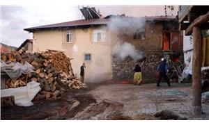 Tokat'ta, köyde çıkan yangında 5 hayvan öldü, 1 köpek yaralı kurtarıldı