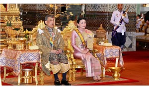 Tayland Kralı 'resmi metresi'nin unvanlarını geri aldı