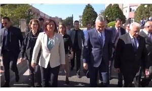 AKP'li Mustafa Savaş, Özlem Çerçioğlu'nu omuzuyla itti!