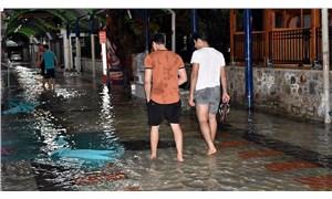 Marmaris'te sağanak yağış sele yol açtı