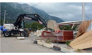 Akbük Koyu'ndaki kaçak yapılar yıkılıyor
