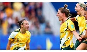 Kadın futbolcuların iradesi maaşları eşitledi