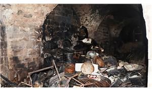 Tarihi binada yangın: Bitişiğindeki hayvanlar yaşamını yitirdi
