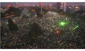 Şili'de on binlerce kişi sosyal eşitsizliği protesto etti