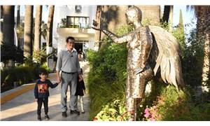 Bodrum Belediyesi, bahçesine Neslican Tay heykeli dikti