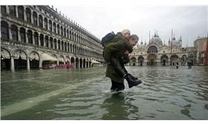 Venedik'te yükselen su seviyesi rekor düzeye ulaştı