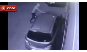 Otomobilin kundaklanma anı güvenlik kamerasında