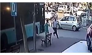 Aracına asılan patenli çocuğu döven şoföre esnaftan dayak