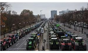 Berlin'de binlerce çiftçi traktörleriyle eylem yaptı