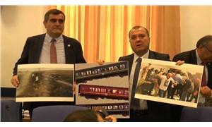 CHP'liler Ulaştırma Bakanı Turhan'ı tren kazalarının fotoğraflarıyla karşıladılar