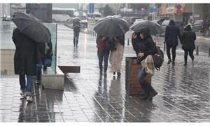 İstanbul'da lodos ve sağanak yağış etkili oluyor
