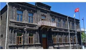 HDP'li Kars Belediyesi'nin banka hesaplarındaki işçi maaşlarına haciz konuldu