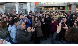 İzmir'de velilerden maaşlarını alamayan Doğa Koleji öğretmenlerine destek