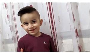 İndiği servis minibüsünün altında kalan 4 yaşındaki çocuk hayatını kaybetti