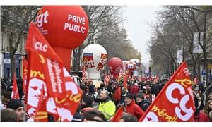 Fransa'da genel grev devam ediyor: Binlerce kişi Macron'un emeklilik reformunu protesto etti