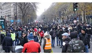 Fransa'da genel grev 7. gününde: Paris'te 460 km'lik araç kuyruğu oluştu
