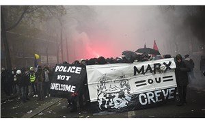 Hükümet, emeklilik hakkına; polis, sokağa çıkan işçilere saldırıyor: Emekçiler direniyor