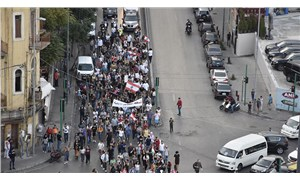 Yeni hükümet çalışmaları öncesi halk sokakta: Binlerce protestocu parlamentoya yürüdü
