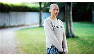 Fotoğraflarla kanseri yenen Carly, bu kez kardeşi için kamerayı eline aldı