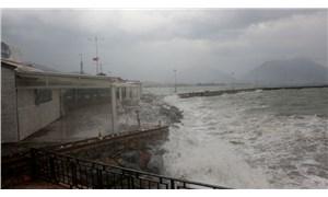 Alanya ilçe limanı deniz trafiğine kapatıldı