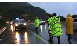 Antalya'da servis aracı kayalıklara çarptı: 17 yaralı