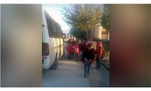17 kişilik araçta 34 öğrenci taşımışlardı: Okul servisi trafikten men edildi