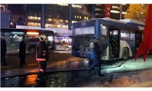 Ankara'da içerisinde yolcuların bulunduğu otobüs alev aldı