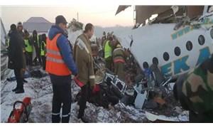 Kazakistan'da yolcu uçağı binaya çarptı: En az 14 ölü