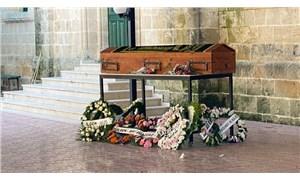 Kuzey Kıbrıs'ta cenazeler karıştı: Bakanın dayısını İngiliz mezarlığına defnettiler
