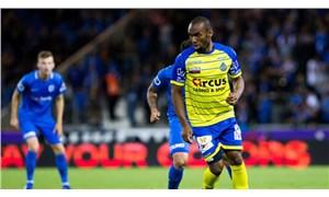İki kulüp 15 dakika arayla aynı futbolcuyu transfer ettiklerini açıkladı