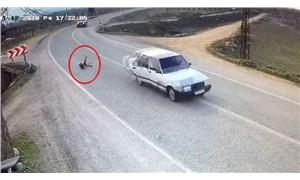 3 yaşındaki çocuk seyir hâlindeki otomobilden dışarıya fırladı!