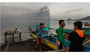 Filipinler'de yanardağ patlaması nedeniyle 82 bin kişi tahliye edildi