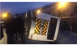 İzmir'de servis aracı devrildi: 8 yaralı
