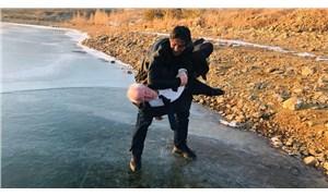 Gökçedere Gölü dondu, yurttaşlar hatıra fotoğrafı çektirdi
