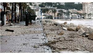Fransa'da 'Gloria' kasırgası nedeniyle 1750 kişi evinden tahliye edildi
