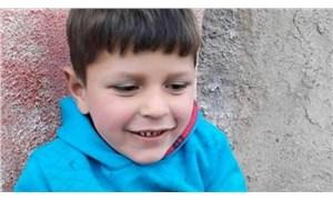 Kaybolduktan sonra metruk bir evde ağır yaralı halde bulunan 8 yaşındaki çocuk hayatını kaybetti
