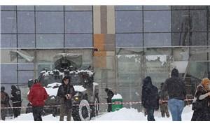 Van'da hastane girişi kar nedeniyle çöktü: 9 yaralı
