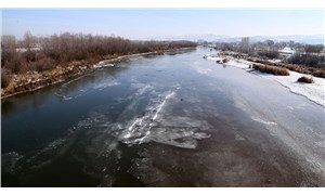 Türkiye'nin en uzun nehri Kızılırmak, buz tuttu