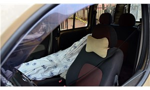 Arabasının ön koltuğunda cenaze taşıyan sürücüye polisten müdahale