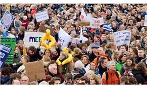 Hollanda'da binlerce öğretmen greve gitti