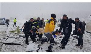 Erzincan'da yolcu otobüsü şarampole devrildi: 2'si ağır 46 yaralı