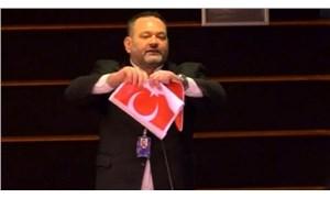 Yunanistan'dan Türk bayrağını yırtan Yunan vekile kınama