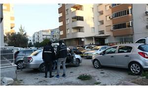 İzmir'de bir erkek, eski sevgilisini sokak ortasında kurşunladı