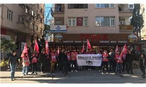Sol Partili gençlerden Ensar Vakfı'na yumurtalı protesto