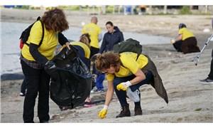 Gönüllüler Gümbet Koyu'nda 500 kilo çöp topladı