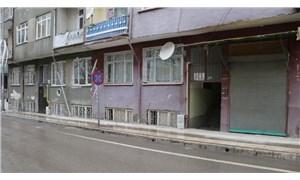 Depremde hasar gören apartmanların demir kapıları çalındı!